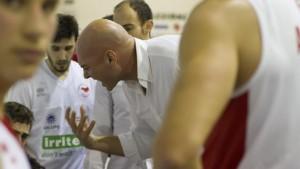Coach Condello sprona i suoi giovatori