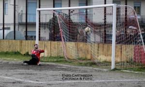 Il penalty trasformato da Roberto Casella nella gara contro L'Iniziativa