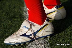 Le scarpette di Charlie Venuti, pronte ad essere allacciate per contribuire alla marcia del Rocca