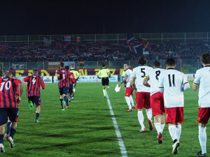 L'ingresso in campo di Casertana e Messina