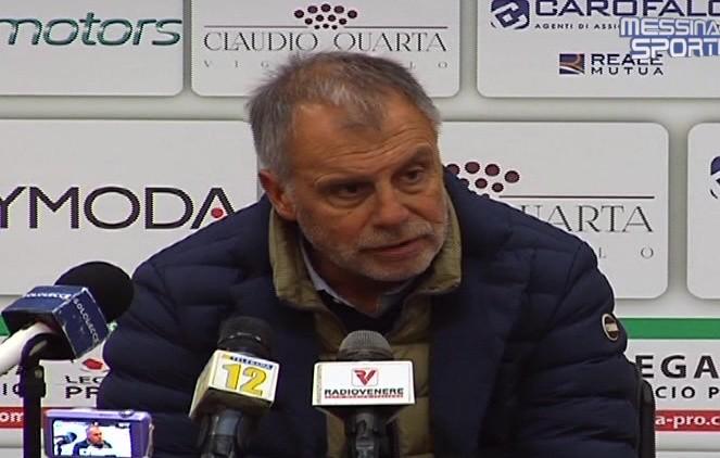 Il tecnico del Lecce Piero Braglia in sala stampa