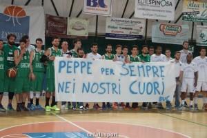 Le 2 squadre unite ricordano il compianto Giuseppe Cammarata. Foto CefalùSport