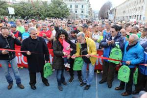 Il taglio del nastro alla Messina Marathon