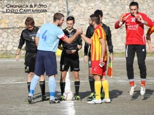 Il saluto tra le due squadre
