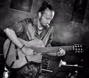 Il chitarrista Daniele Paone