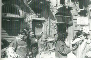 Alcuni studenti durante un sopralluogo in un palazzo settecentesco