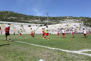 Il riscaldamento dei giocatori del Messina (foto Denaro)