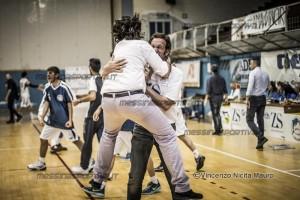 Bruno Donia abbraccia Massimo Zanghì