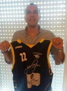 Andrea Amendolia con la nuova maglia di Spadafora