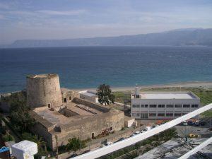 Il Parco Horcynus Orca e il complesso monumentale di Capo Peloro dall'alto