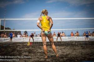 La fase di un incontro del Vulcano Beach Volley