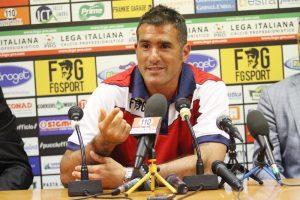 Lucarelli in conferenza stampa da allenatore