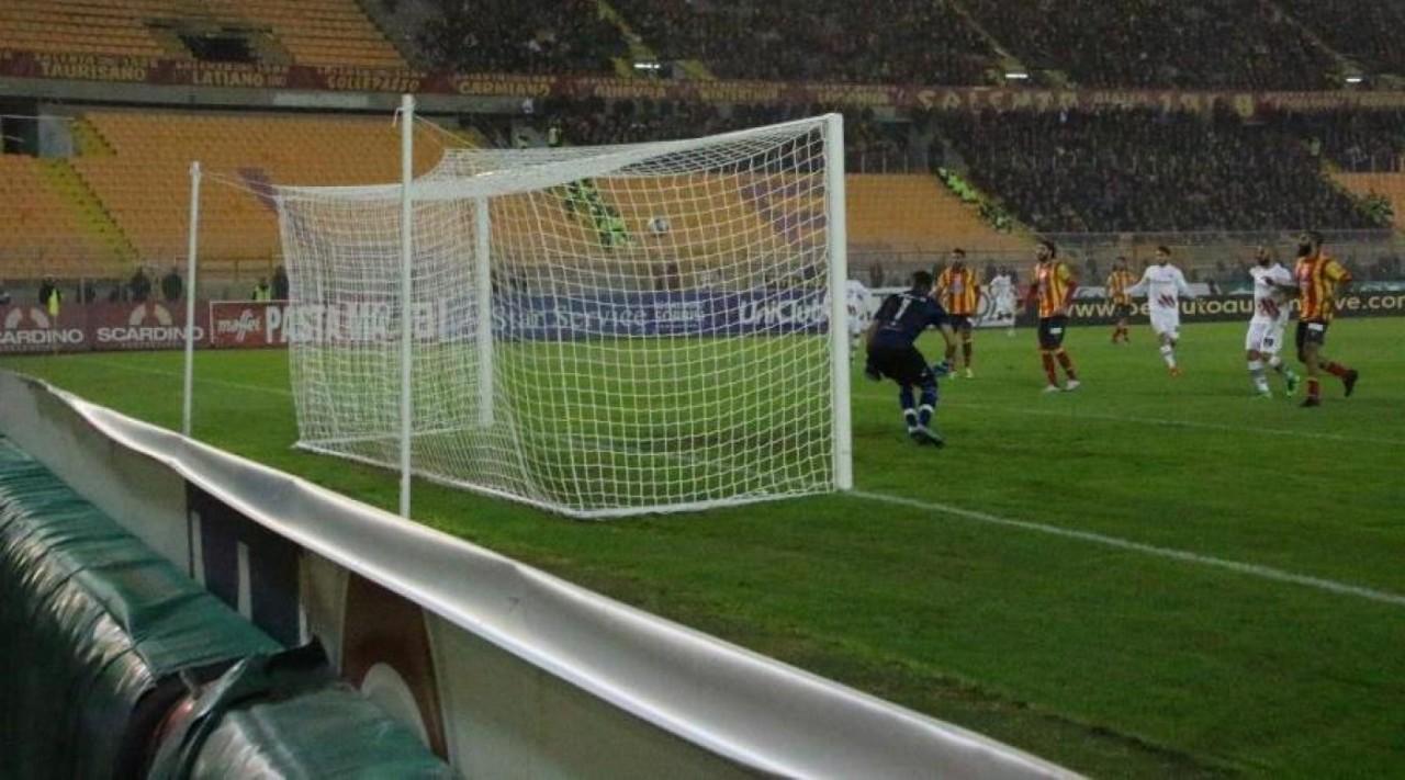 Lega Pro Lecce-Foggia: un legno a testa, termina 0-0