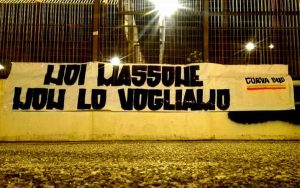Striscione contro Massone
