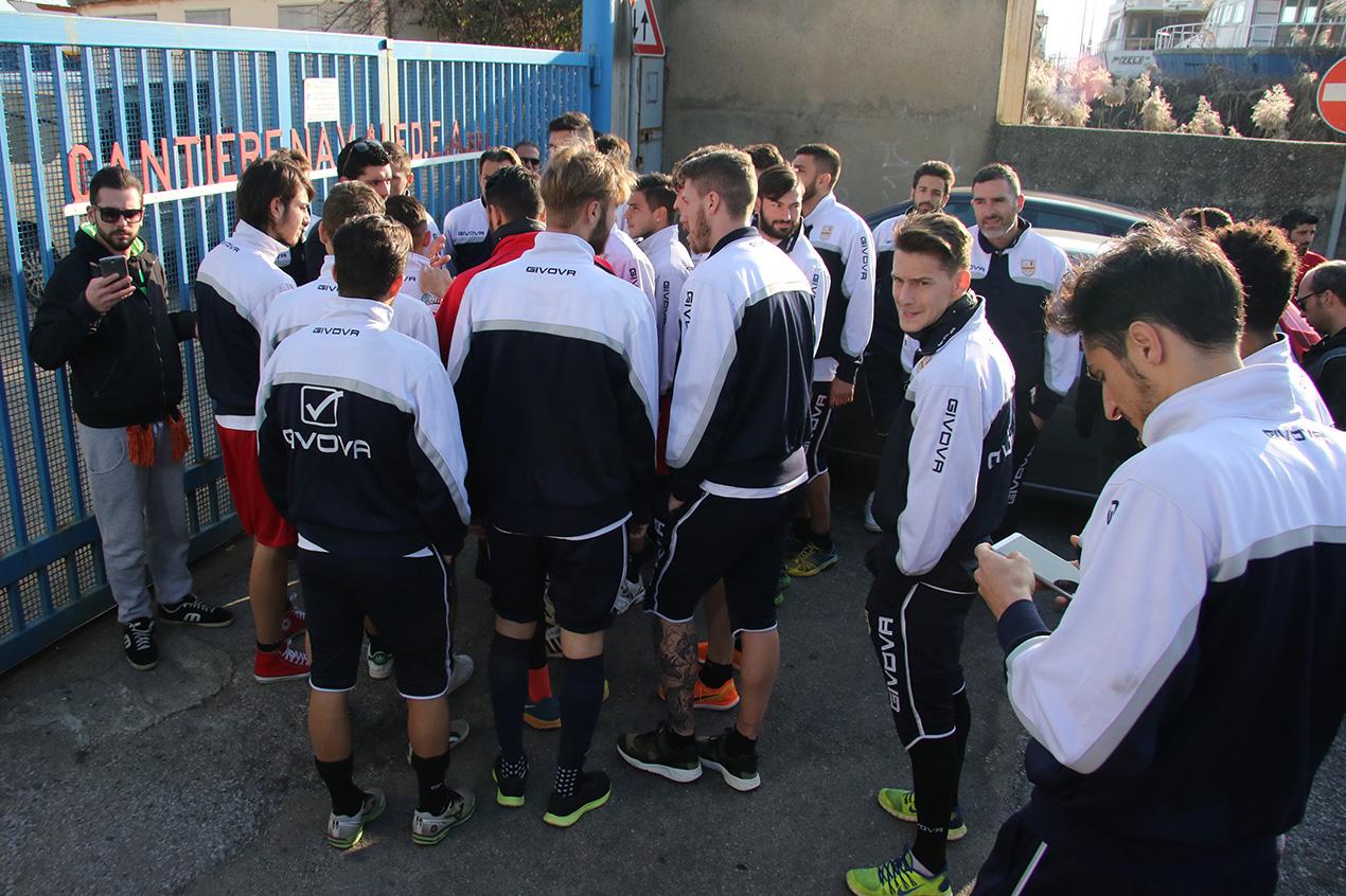 Caos Messina, salta il passaggio a Proto: giocatori in sciopero