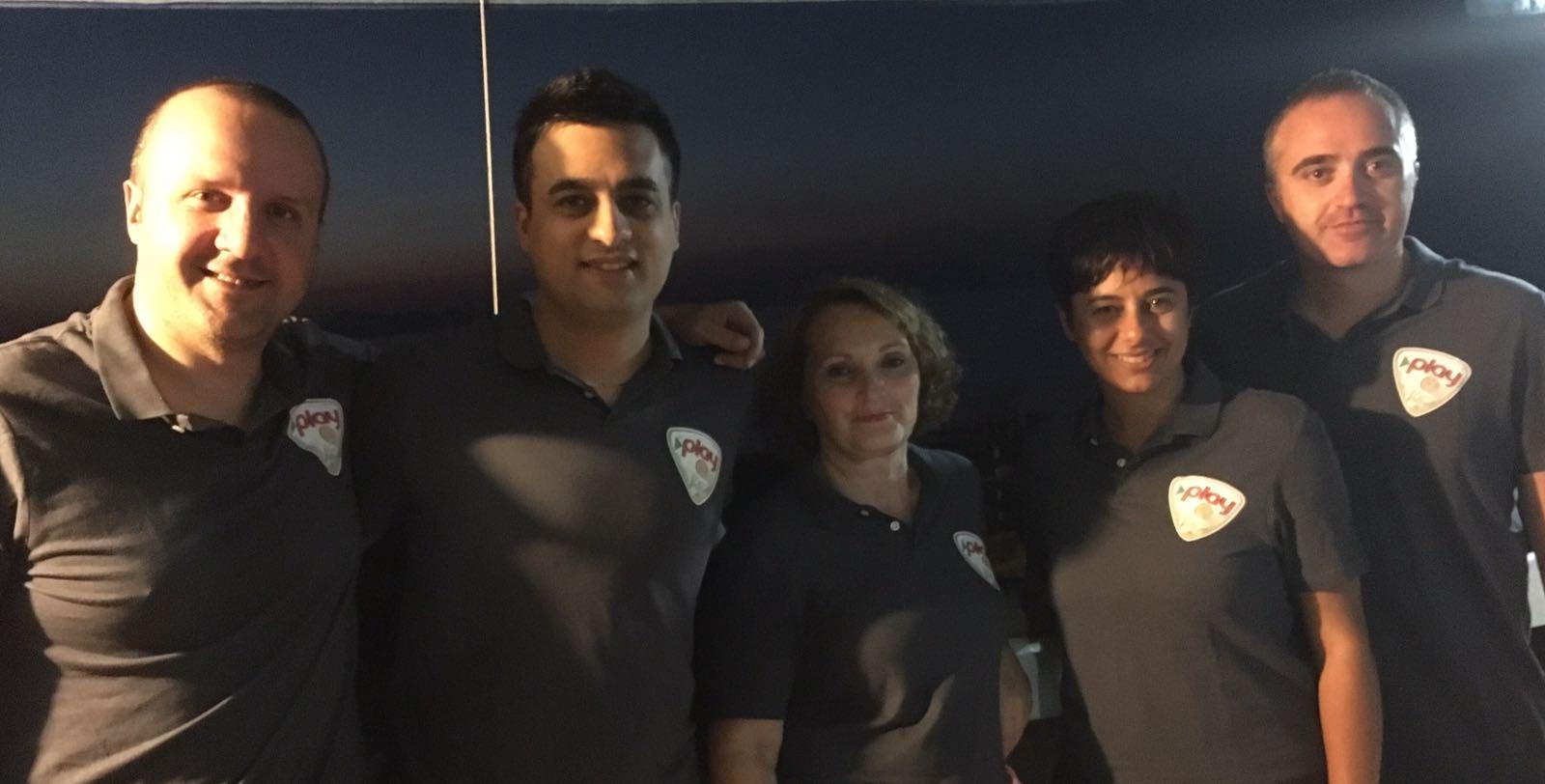 (Dirigente), Manuel Torre (Vice-Presidente), Nunziatina Accetta (Presidente), gli allenatori Enza Torre e Domenico Fazio