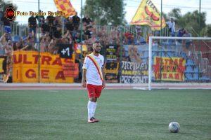 Maurizio Dall'Oglio porta al braccio la fascia di capitano (foto Puccio Rotella)