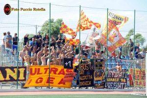 I tifosi dell'Igea Virtus numerosi anche in trasferta (foto Puccio Rotella)