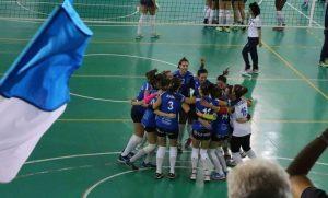 Atlete festeggiano la vittoria con Castellana
