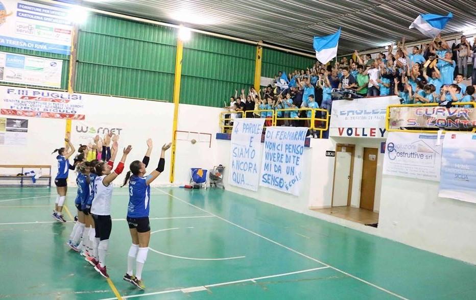 Il saluto al pubblico dell'Amando Volley