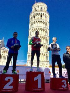La Torre di Pisa fa da sfondo alla vittoria di Lollo