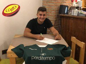 Giuseppe Sgrò appone la firma al contratto