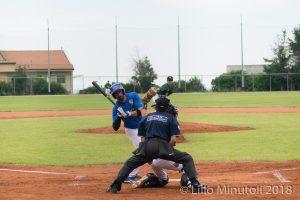 Piero Mento schiva la palla