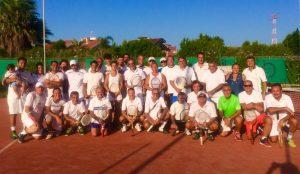 Foto di gruppo dei partecipanti al Torneo Racchette di Legno