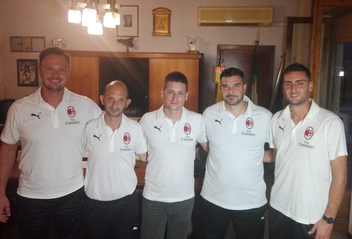 Lo staff della scuola calcio dell'USD Rocca di Caprileone che sarà affiliata al Milan
