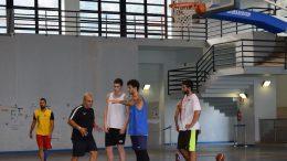 Pippo Sidoti con i ragazzi in una fase della preparazione