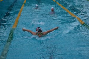 Nuotatori nella piscina di Villa Dante