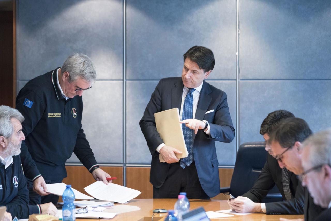 Conte e Borrelli con il Comitato d'emergenza Covid-19