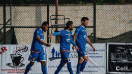 Bevis, Carbonaro e Coria festeggiano il gol