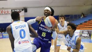 Baye Diouf in difesa